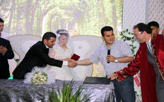 Cengiz Durular'da evliler kervanına katıldı