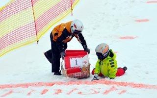 Palandöken'de karton kızak yarışları