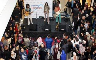 Forum Erzurum AVM'de Retrobüs konseri