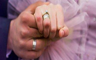 Nişanlı çiftin yüzüklerini gasp ettiler