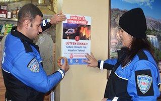 Polis'ten zehirlenmelere karşı broşürlü uyarı