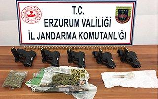 Erzurum'da ruhsatsız tabancalar ele geçirildi