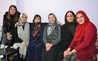 Bayan Azizoğlu'ndan şehit ailelerine ziyaret