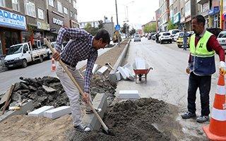 Orta refüjler beton bordürlerle yenileniyor