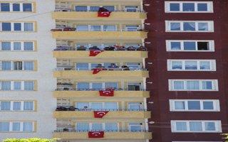 Binalar bayraklarla donatıldı
