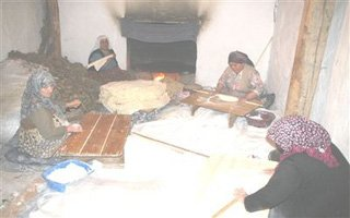 Erzurumlu kadınlar Ramazan'a hazırlanıyor