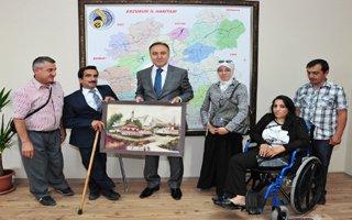 Vali engelli vatandaşları ağırladı