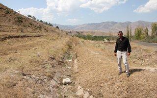 Çiftçiler kuraklıktan dert yandı