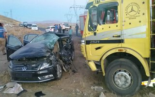 Horasan'da trafik kazası: 1 ölü, 2 yaralı