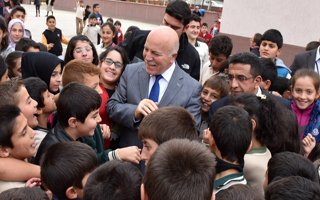 Çocuklardan Başkan Sekmen'e sevgi seli