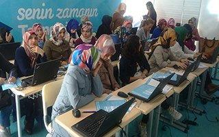 Erzurumlu kadınlar internet kullanımını öğrendi