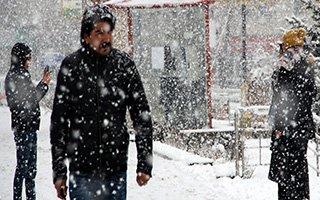 Erzurum 2018'e kar yağışı altında girdi