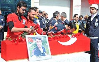Erzurum Kahraman Şehidi Burak Tatar'a ağladı