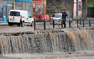 Erzurum'da sel bilançosu ağır oldu