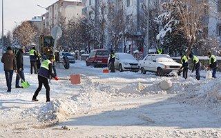 Palandöken Belediyesi karı şehir dışına taşıdı