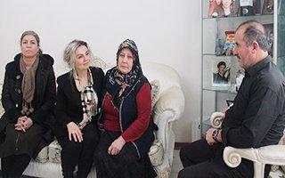 Vali Memiş'in eşi şehit ailelerini yalnız bırakmıyor