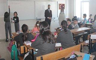 Gazeteci Musa Çakır miniklerle buluştu