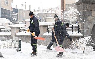 Yakutiye Belediyesi karla mücadele ediyor