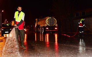Yakutiye cadde ve sokakları sabunlu suyla yıkıyor
