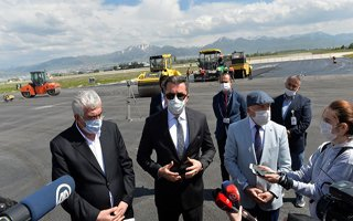 Bitmeyen Erzurum Havalimanı Pisti Vali'yi kızdırdı