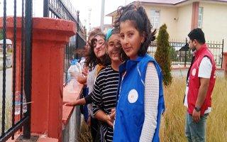 Genç gönüllüler sokak hayvanları için seferber