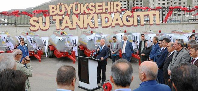 Büyükşehir kırsala 50 su tankı dağıttı