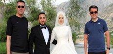 Vali Memiş evlenen çiftle fotoğraf çekildi