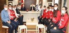 Milli Atletlerin Erzurum'da protokol mesaisi